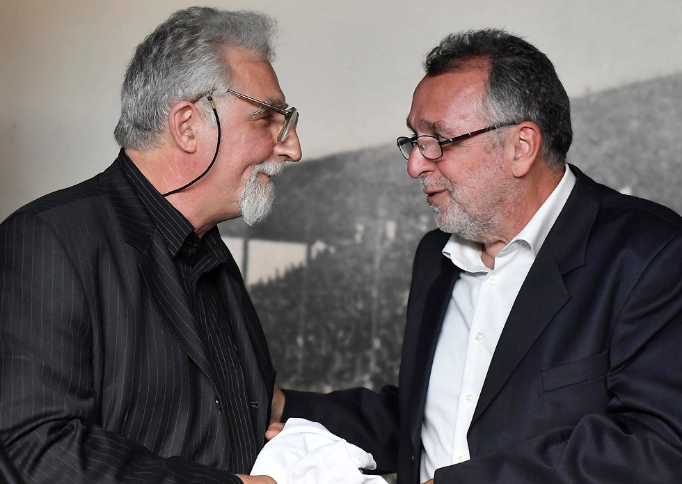 Istvan Toth's grandson, left, with the President of the Federation of Jewish Religious Communities of Hungary (Mazsihisz) Andras Heisler (Photo: AP)