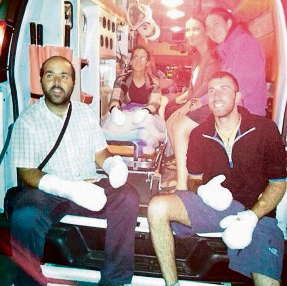 מור ספיר ביציאה מבית החולים אחרי שאצבעותיו נקטעו