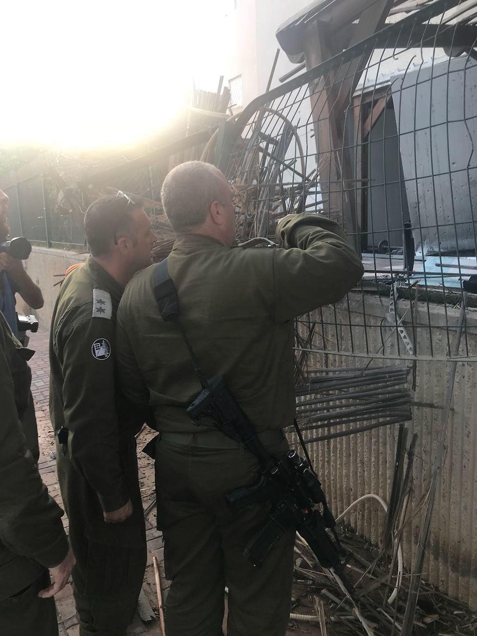 Gaza Division Commander Yehuda Fuchs visits Sderot after rocket hit (Photo: IDF Spokesman's Office)