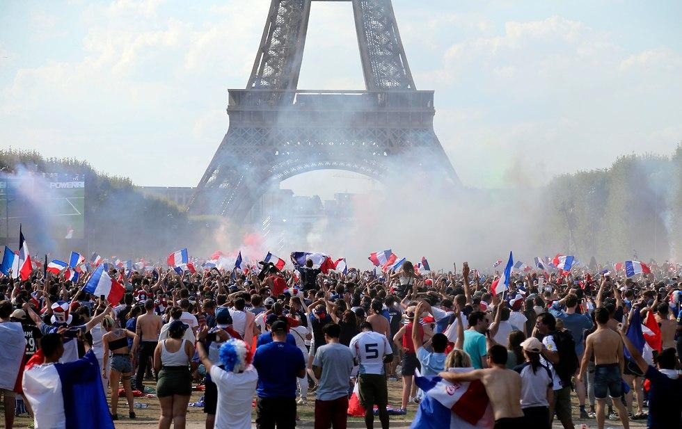 Париж ликует. Фото: АР