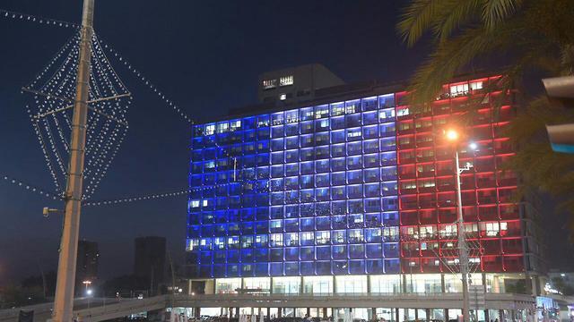 Здание мэрии Тель-Авива после победы сборной Франции по футболу, 15 июля 2018 года. Фото: Моти Кимхи
