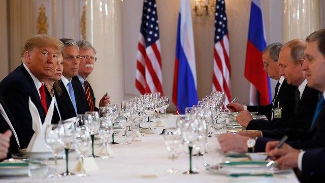 ולדימיר וטין ודולנד טראמפ בהלסינקי (צילום: AP)