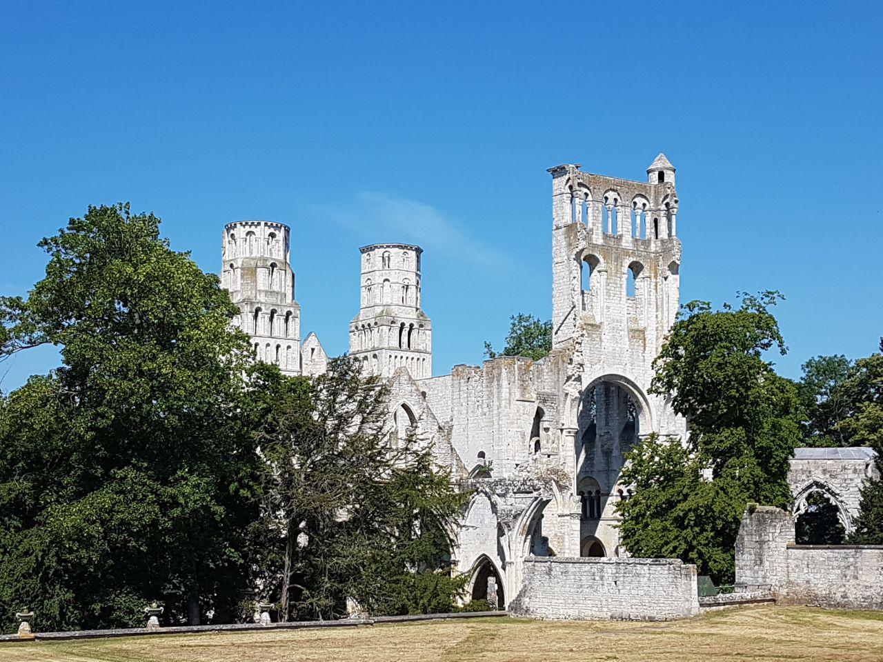 אתר העתיקות היפה בצרפת. המנזר בז'ומיאג' (צילום: אחיה ראב