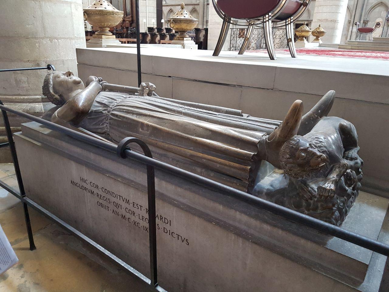 פה נקבר לב הארי של המלך ריצ'ארד. הקתדרלה ברואן (צילום: אחיה ראב