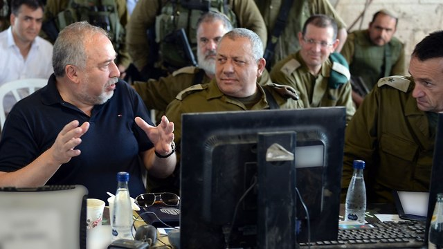 Defense Minister Lieberman and Chief of Staff Gadi Eisenkot (Photo: Ariel Harmoni/Defense Ministry)