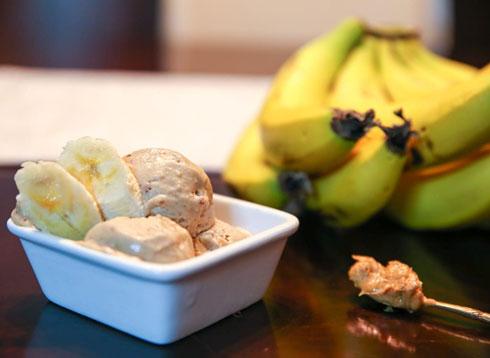 גלידת בננות וחמאת בוטנים (צילום: רז יעקובסקי)