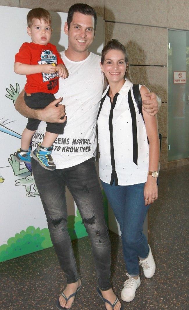 קיץ חם. אלעד זוהר עם אשתו והבן (צילום: ענת מוסברג)