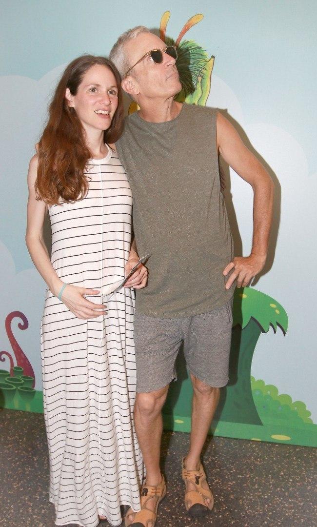 השנים עושות לו טוב. אברי גלעד וזוגתו נעמה (צילום: ענת מוסברג)