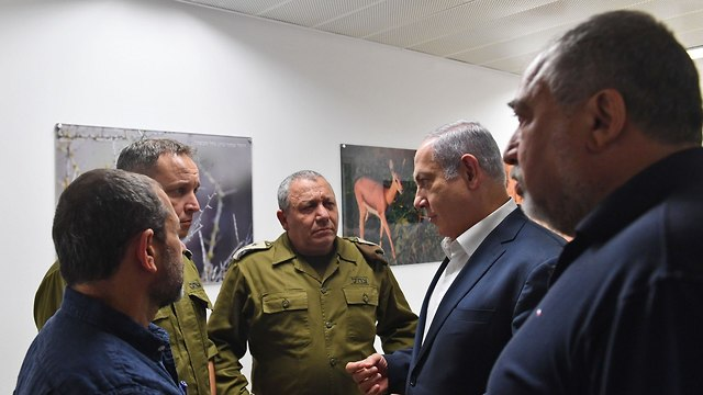 R-L: Defense Minister Lieberman, PM Netanyahu and IDF Chief of Staff Eisenkot (Photo: Kobi Gideon/GPO)
