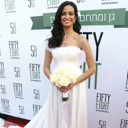 נטלי לוי עם שמלה ל המעצב עובד כהן. גם היא החליפה לא פחות משלוש שמלות במהלך החתונה!  (צילום: אמיר מאירי)