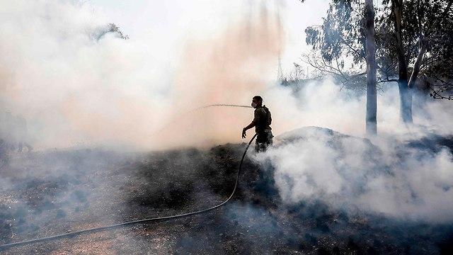 שריפה ליד נחל עוז (צילום: AFP)