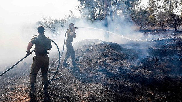A fire around Kibbutz Nahal Oz (Photo: AFP)