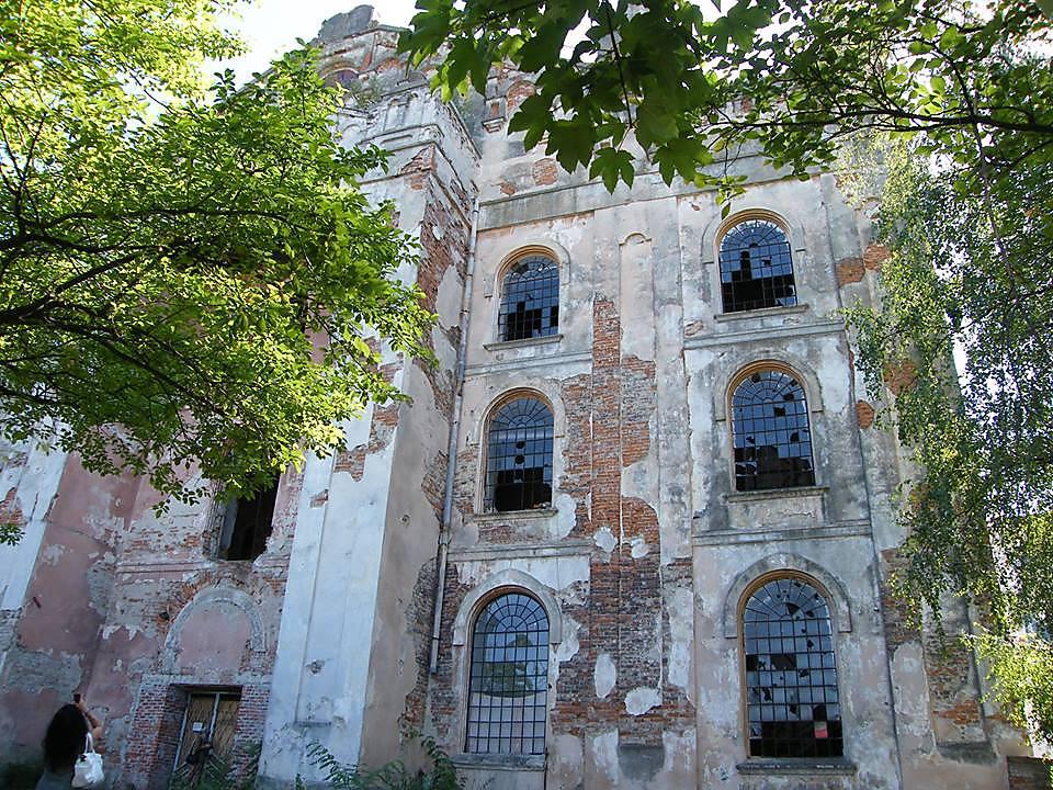 """""""בית כנסת הזה הוא העדות לטרגדיה שעברה על היהודים במקום"""". המקום לפני השיפוץ"""