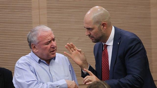 MK David Amsalem, left, and MK Amir Ohana (Photo: Alex Kolomoisky)