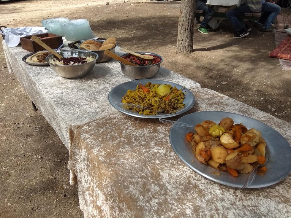 ארוחות וחוויה בשטח. קדרה במדבר ()