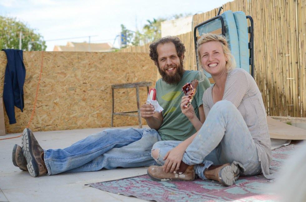 אבישי ואילנה אפרת שהקימו את הגסטאהוס - The White Hill Guesthouse בירוחם.  ()