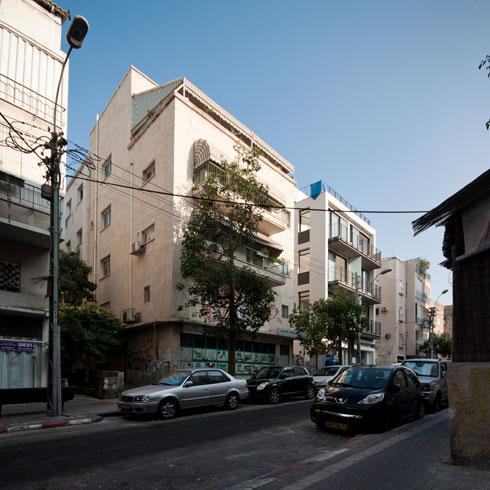 לפני שהפך למלון: בניין פשוט, חלק מהרחוב התל אביבי
