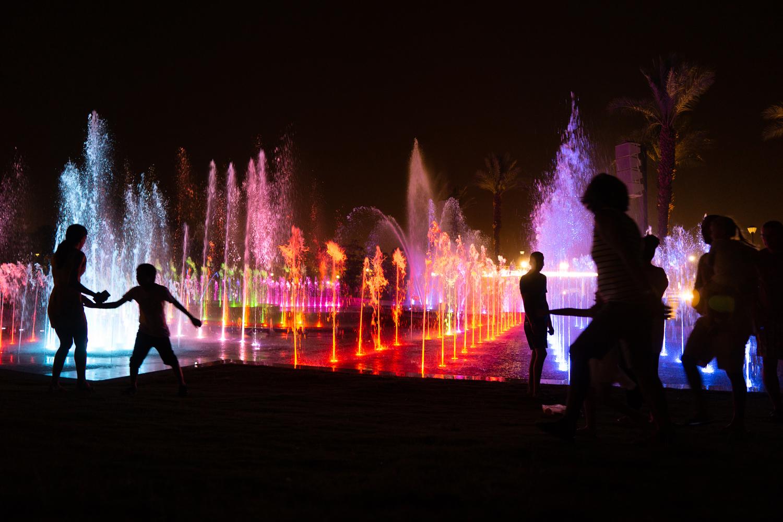 מסיבות מים במזרקה המוזיקלית באילת (צילום: ויקטור קינה)