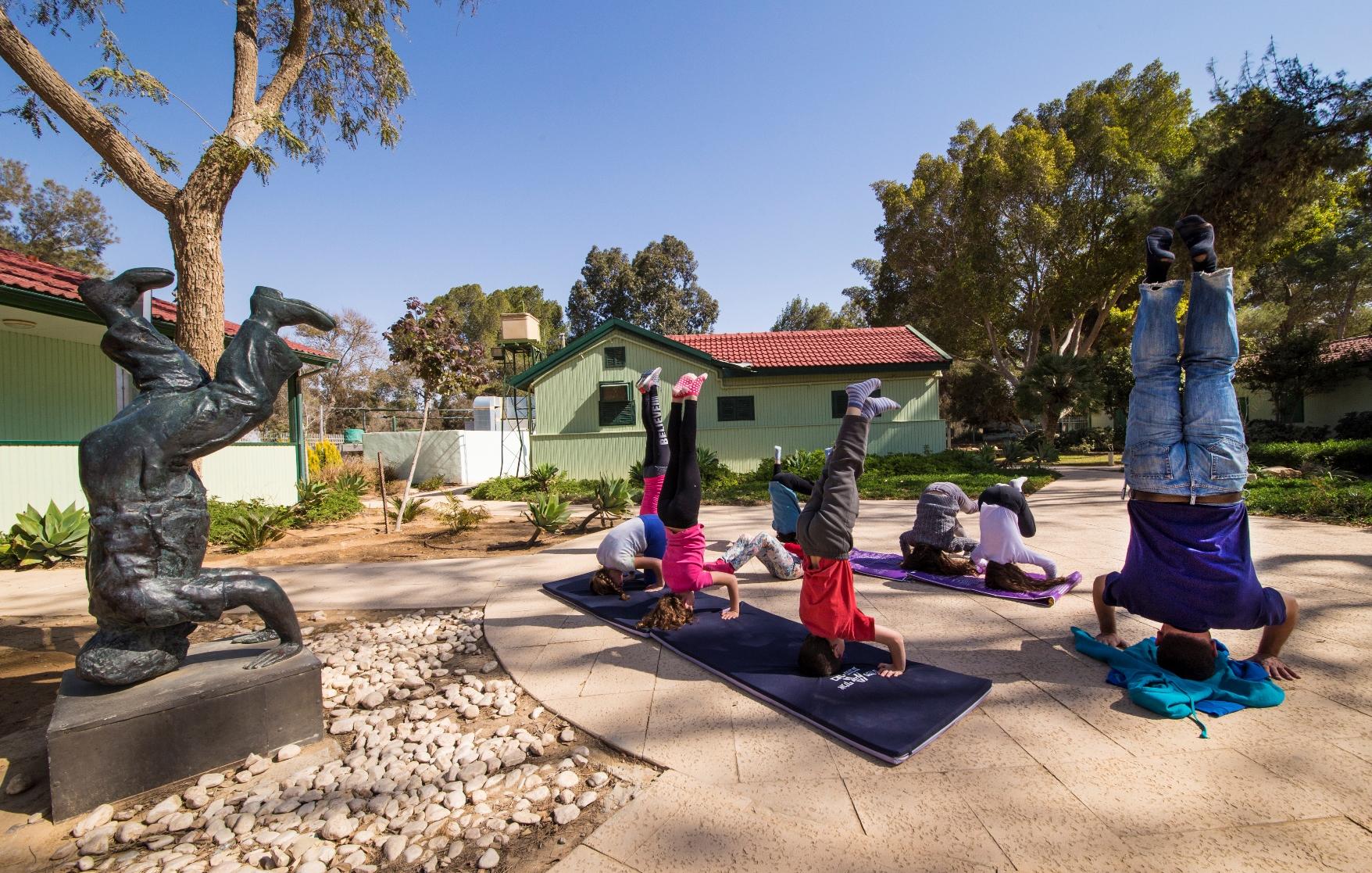 סדנאות יוגה בצריף בן גוריון (צילום: חנן אפשטיין)
