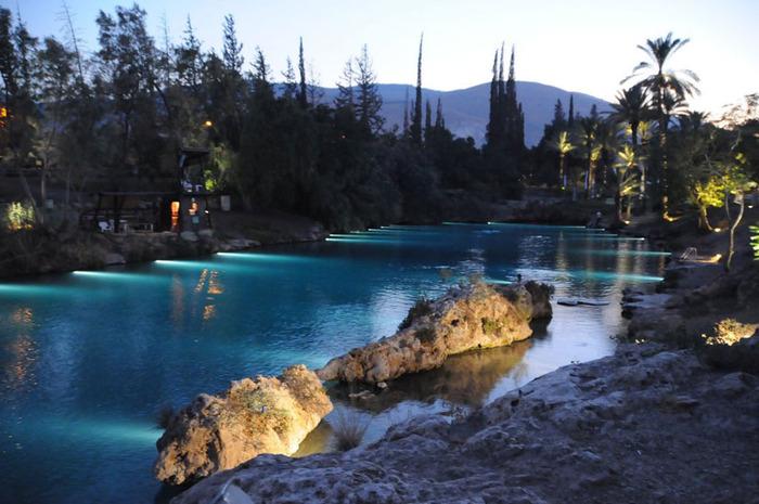 גן השלושה (הסחנה) שבעמק המעיינות בערב (צילום: גן השלושה)