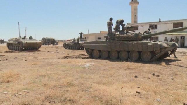 Assad's army entering al-Quneitra province (Photo: Reuters)