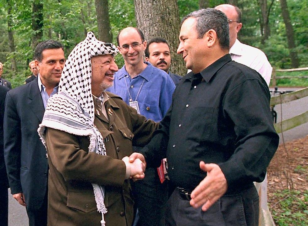 אהוד ברק ויאסר ערפאת בקמפ דייוויד, 2000 (צילום: Gettyimages)
