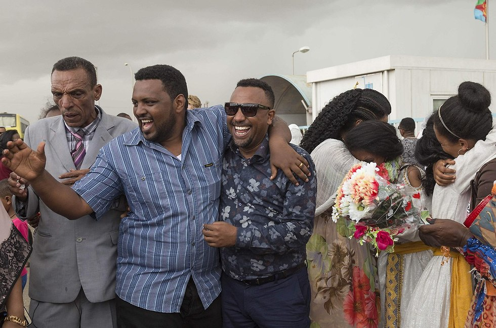 טיסה ראשונה מ אתיופיה ל אריתריאה אחרי 20 שנה (צילום: AFP)