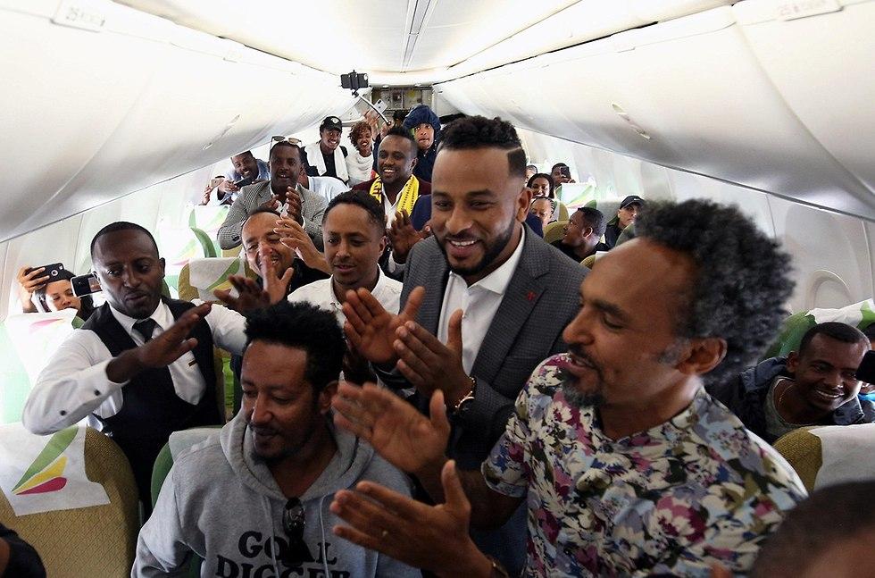 טיסה ראשונה מ אתיופיה ל אריתריאה אחרי 20 שנה (צילום: רויטרס)