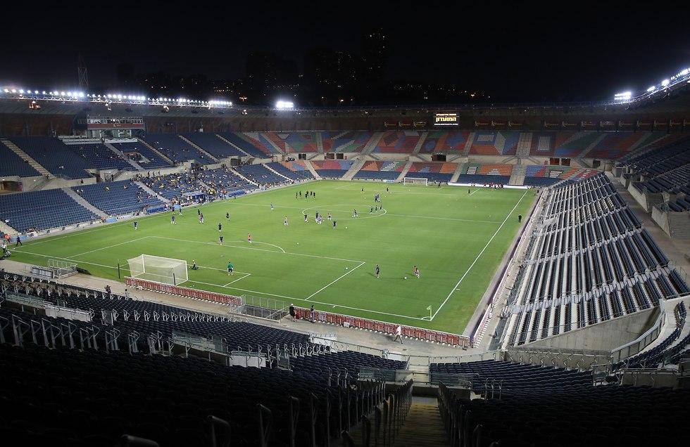 אצטדיון טדי כמעט ריק (צילום: אלכס קולומויסקי)