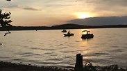 Судно с туристами перевернулось на озере в США - есть погибшие