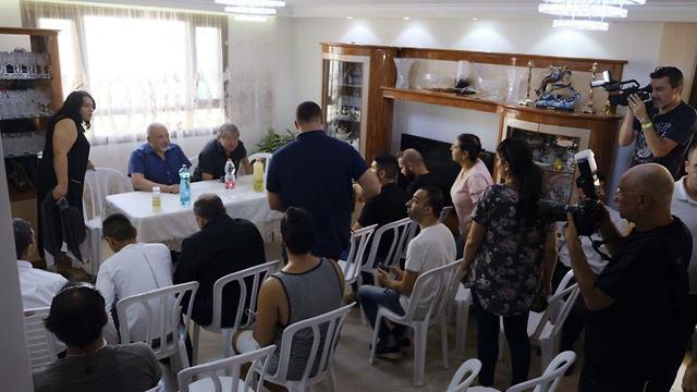 Lieberman meets with Gaza border residents (Photo: Avi Roccah)