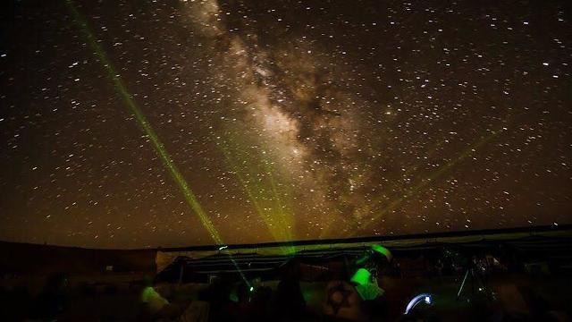 תצפית כוכבים מכתש רמון (צילום: עומר דובובסקי)