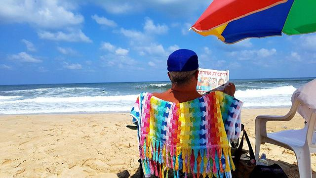 Back to routine in Zikim beach (Photo: Roee Idan)