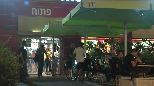 מקומות פתוחים בערב תשעה באב, חיפה (צילום: עידו ארז)