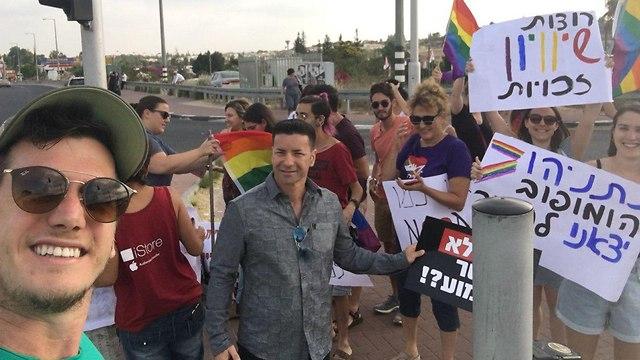 הפגנה נגד חוק הפונדקאות בצומת שילת  (צילום: גלעד שטרנשטיין וליאור שקל)