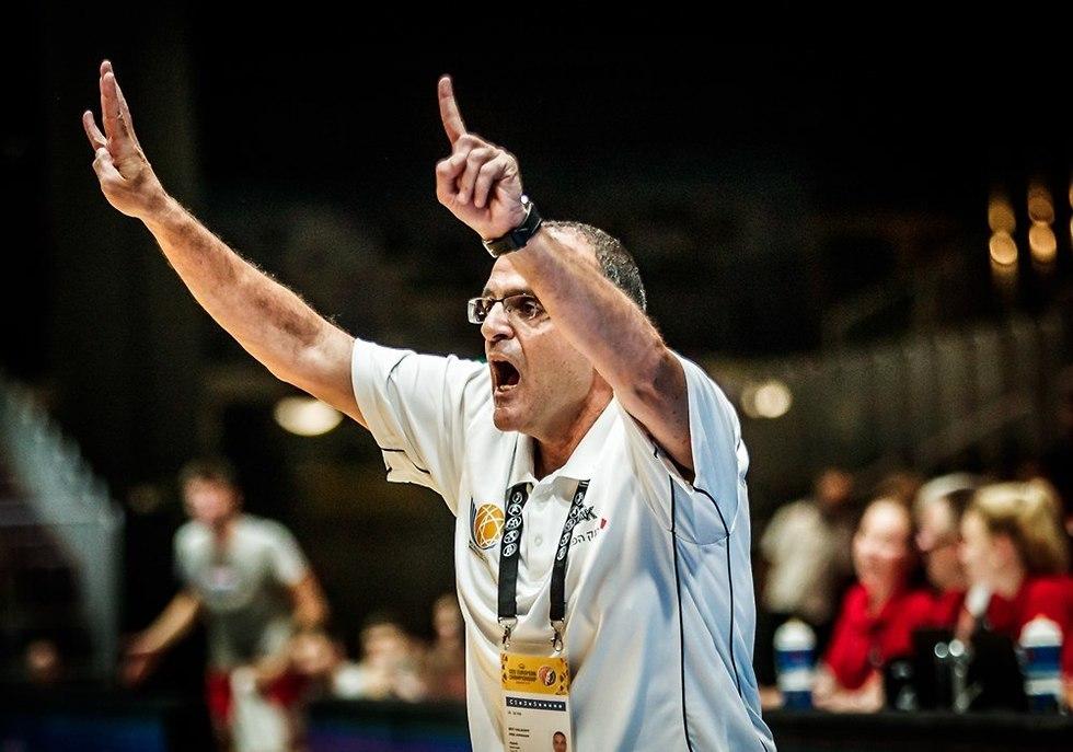 אריאל בית הלחמי על הקווים (צילום: FIBA.com)