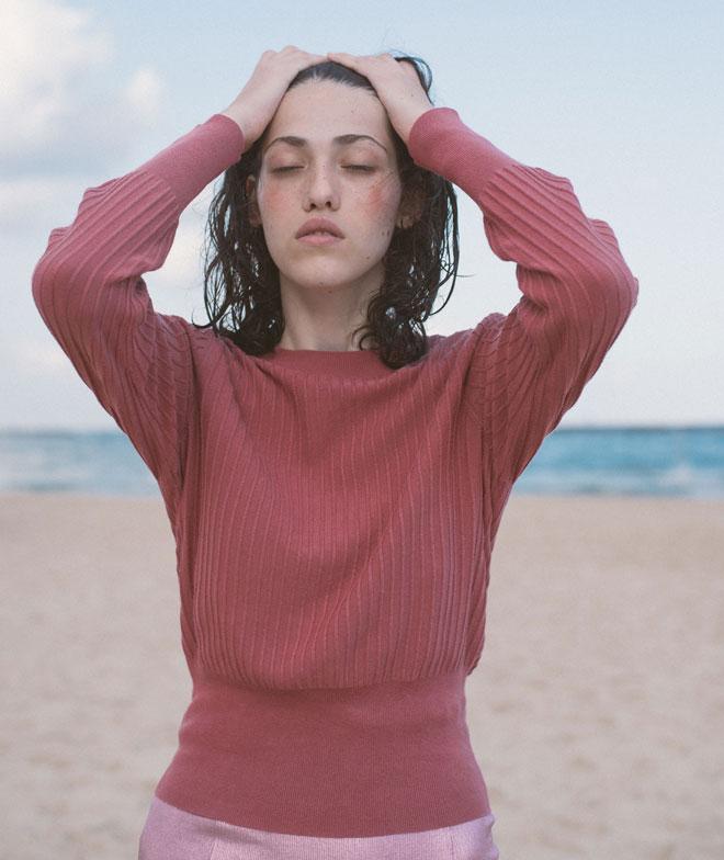 סריג וחצאית - H&M (צילום: הילה כדי)