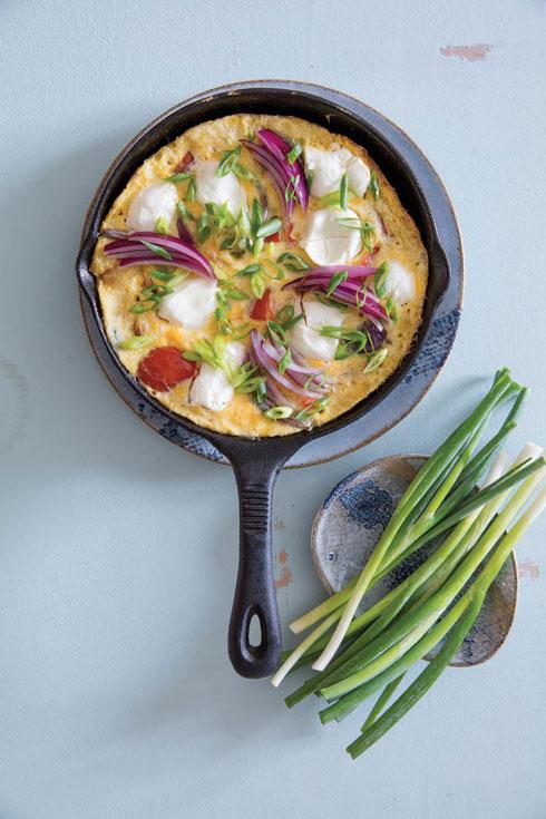אומלט עם תפוחי אדמה, גמבה וריקוטה  (צילום: יוסי סליס, סגנון: נטשה חיימוביץ')