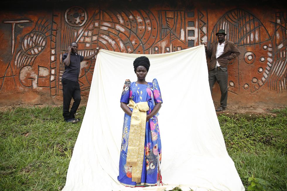 היא צילמה הפקת אופנה עם נשים מקומיות ששערן נשאר מקורזל ורק עוצב היטב, במטרה להבליט ולפאר את יופיו הטבעי (צילום: ירדן רוקח)