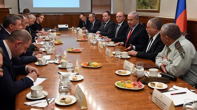 Prime Minister Netanyahu, Defense Minister Lieberman and IDF Chief Eisenkot meet with Russian delegation (Photo: Haim Zach/GPO)