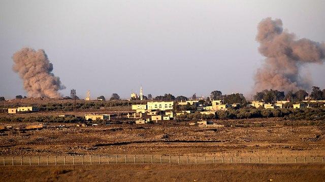 עשן תקיפות תקיפה צבר רוסיה גולן סורי מורדים קוניטרה גבול ישראל סוריה (צילום: EPA)