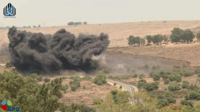פיצוץ מבוקר של מוקשים ברמת הגולן (צילום: דוברות משרד הביטחון)