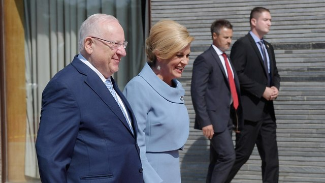 President Rivlin receives a warm welcome from Croatia's president (Photo: Amos Ben Gershom/GPO)