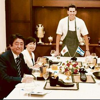 היפנים בכלל התלהבו. ראש הממשלה היפני בארוחה בארוחה אצל נתניהו | צילום: טלי זלמנוביץ
