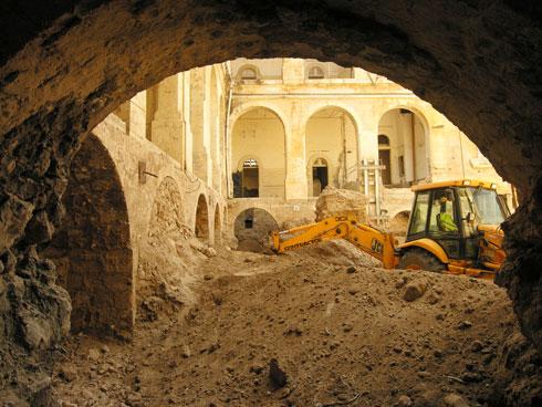 במהלך הבנייה והשיפוץ (צילום: רמי גיל)