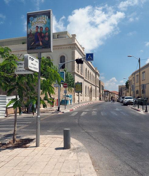והיום, במבט מצומת הרחובות יפת ולואי פסטר. לבניין ההיסטורי נוספה קומה עליונה בנסיגה (צילום: מערכת)