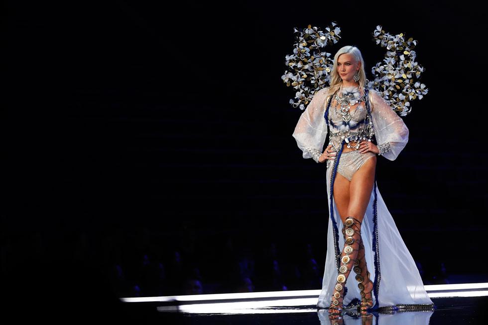 התגלתה בגיל 13 בתצוגת אופנה בעיר מגוריה סנט לואיס, מיזורי. קלוס בתצוגה של ויקטוריה'ס סיקרט (צילום: AP)