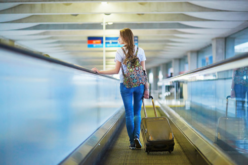 """טסות ב""""לואו קוסט""""? תכננו היטב מה ואיך לקחת כדי לא לשלם עבור מזוודה (צילום: Shutterstock)"""