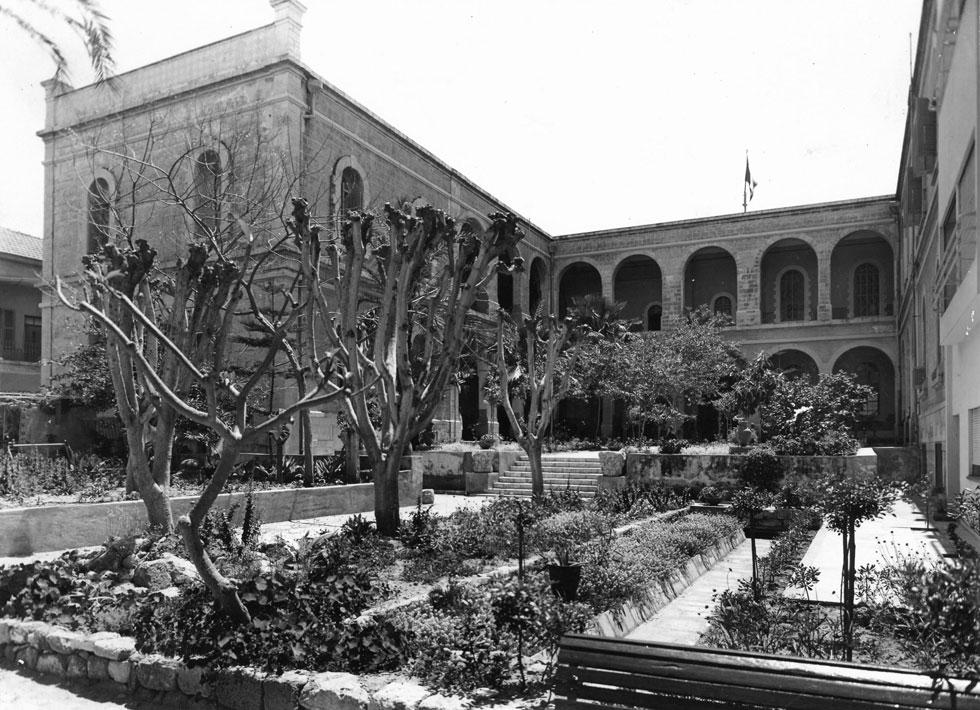 """בניין האבן ההיסטורי נבנה ב-1879 כבית חולים ואכסנייה לצליינים נוצרים. הוא נחכר ל-99 שנים מהמנזר הצרפתי הקתולי """"סנט ג'וזף של ההתגלות"""", ונמכר ב-2005 ליזם, שהפך אותו למלון היוקרתי  (צילום: מעזבונו של אדריכל יצחק רפופורט, באדיבות אדריכל עודד רפופורט)"""