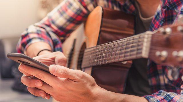 אפליקציות ללימוד גיטרה (אילוסטרציה: Shutterstock)